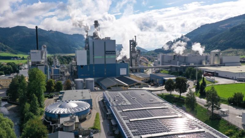 Photovoltaik-Anlage auf den Dächern der Zellstoff Pöls AG
